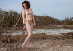 ellie nude beginning